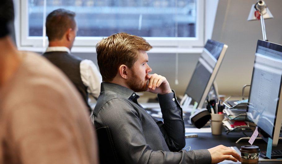 Bilde av Andreas B Johnsen og Ole Janzso i Teft som jobber på kontoret