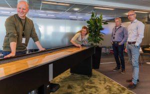 Bilde av ansatte som spiller shuffleboard hos if