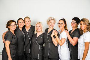 Gruppebilde av de ansatte i dermalogica