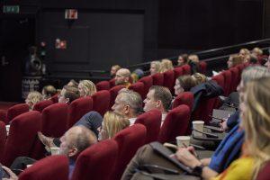 Bilde fra salen på vika kino under Bransjerapporten 2020