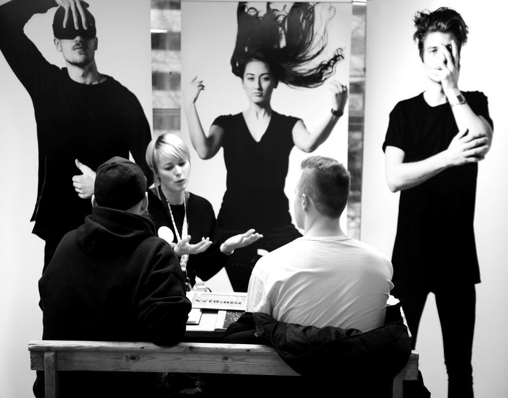 Bilde av Jannicke Østlie med studenter på Westerdals