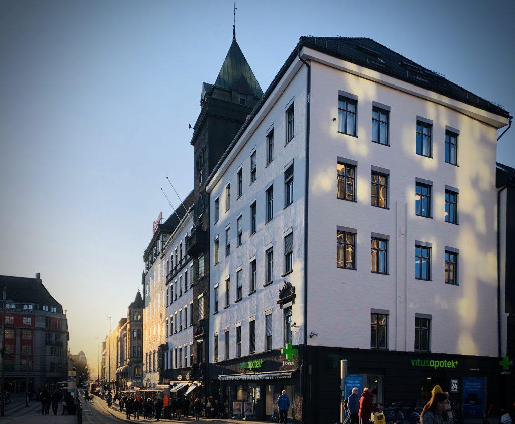 Bilde av bygget vårt på Jernbanetorget i Oslo