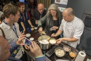 Norges sjømatråd i aksjon på en matkonferanse